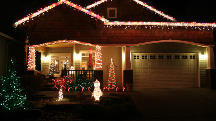 How to Save on Your Electricity Bills This Holiday Season